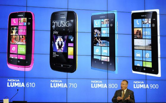 El Ceo de Nokia, Stephen Elop, durante la presentación de los nuevos terminales en el Mobile World Congress de Barcelona