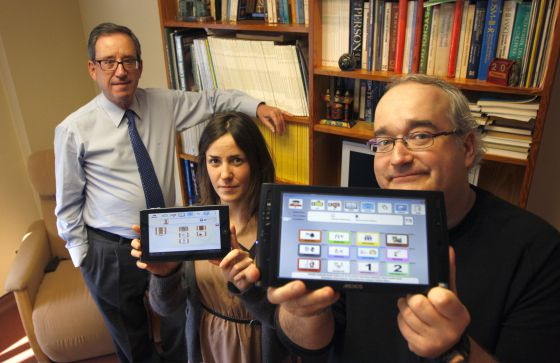 De izquierda a derecha, Joaquín Fuentes, Ane Basurco y Fermín Sánchez, responsables de e-Mintza.