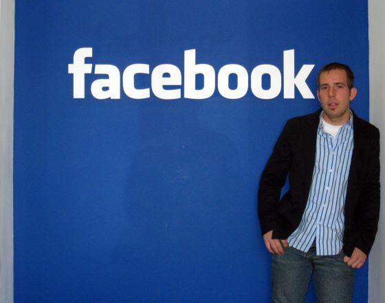 Javier Oliván, en la antigua sede de Facebook en Palo Alto.