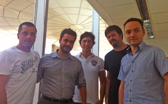 De izquierda a derecha: Bernardo Quintero, Alejandro Bermúdez, Emiliano Martínez, Julio Canto y Francisco Santos, parte del equipo de VirusTotal.
