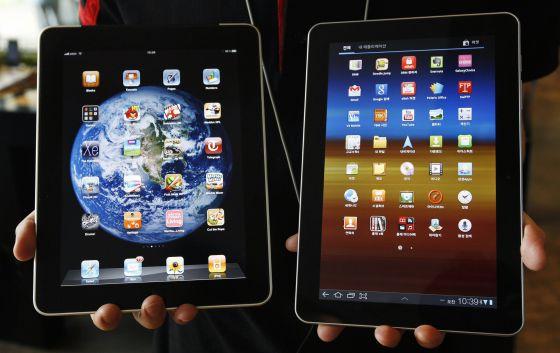De izquierda a derecha las tabletas iPad y Galaxy Tab.