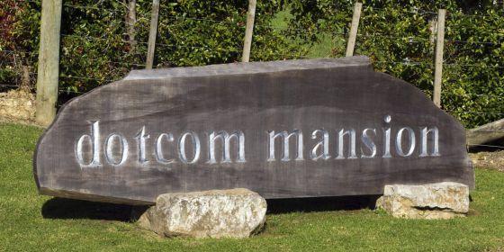 Una vista de la entrada a la Mansión Dotcom.