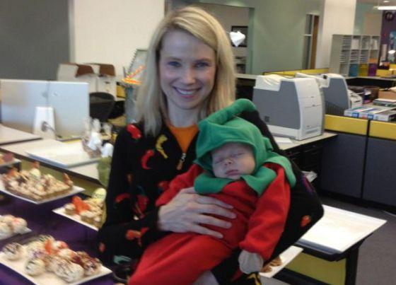 Marissa Mayer tuiteó esta foto con su hijo MacAllister en Halloween.