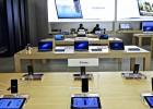 Empleados de Apple le demandan por el registro de sus bolsos