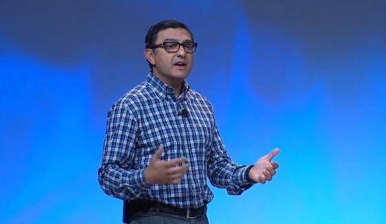 Vic Gundotra, vicepresidente de Google, durante la presentación.