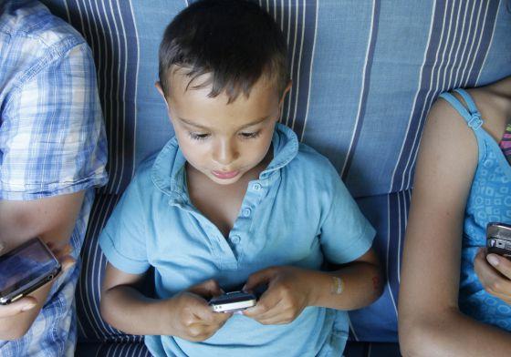 El 38% de los niños menores de dos años usa el 'smartphone'