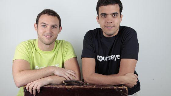 De izquierda a derecha, Ariel Camus y Javier Hernández.