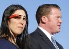 Eximen a la primera mujer multada por conducir con las gafas de Google