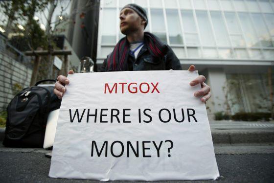Kolin Burges lleva una semana ante la sede de Mt. Gox en Tokio exigiendo la recuperación del dinero que tenía depositado en la plataforma desaparecida.