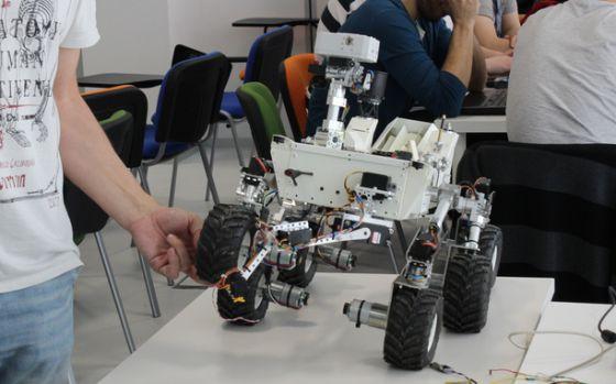La réplica del robot 'Curiosity' programada en código abierto.