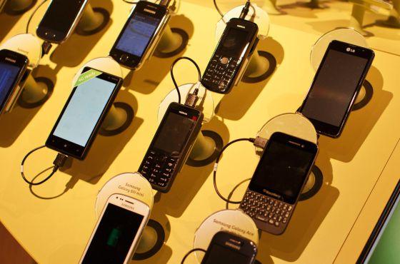 Un 17% de usuarios cambió de compañía de móvil e Internet en 2013