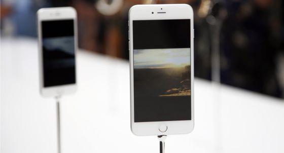 El nuevo iPhone 6 en la presentación en la sede de Apple.
