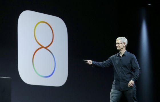 El consejero delegado de Apple, Tim Cook, durante la presentación del polémico iOS 8.
