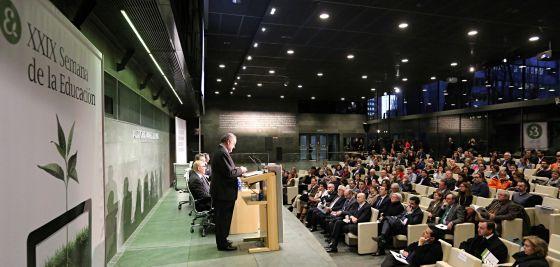 El presidente de la Fundación Santillana, Ignacio Polanco, se dirige a los asistentes en la XXIX Semana de la Educación.