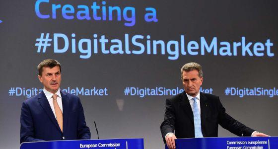 Los comisarios para la unión digital, Andrus Ansip y Gunther Oettinger.