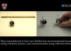 Los 'kilobots' usan luz infrarroja para comunicarse entre ellos.