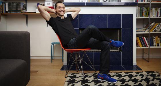 Nathan Blecharczyk, cofundador de Airbnb en la sede de la empresa.