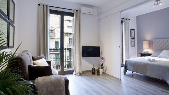 Oferta de un apartamento turístico en el Eixample de Barcelona en Airbnb.