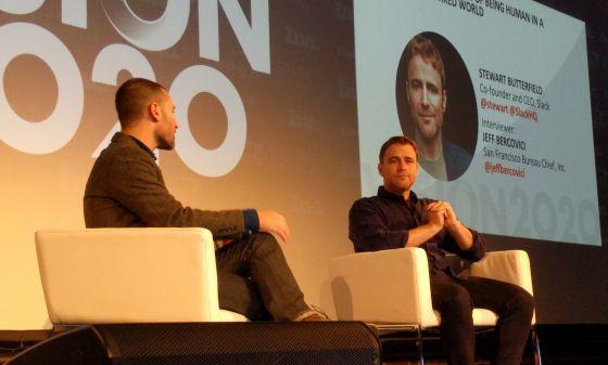 Stewart Butterfield (a la derecha), creador de Slack, en el encuentro Vision 2020.