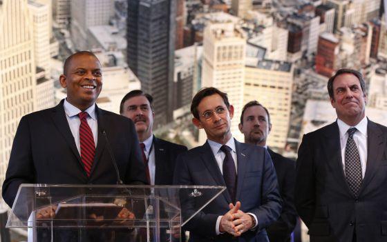 El Secretario de Transporter Anthony Foxx, desvela su plan de 4.000 millones de dólares para apoyar el coche sin conductor