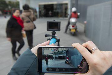 La nueva cámara de Elephone viene con multitud de accesorios que permiten instalarla en infinidad de lugares: desde el mango de la bicicleta, hasta un casco deportivo, pasando por cualquier correa.