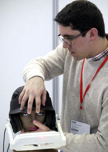 El robot Eye Pad que permite detectar enfermedades neurológicas analizando el movimiento ocular.