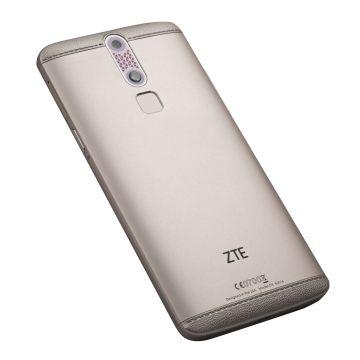 Un 'smartphone' pequeño solo en el nombre