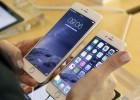 Los dos modelos del iPhone 6 en una tienda de París.