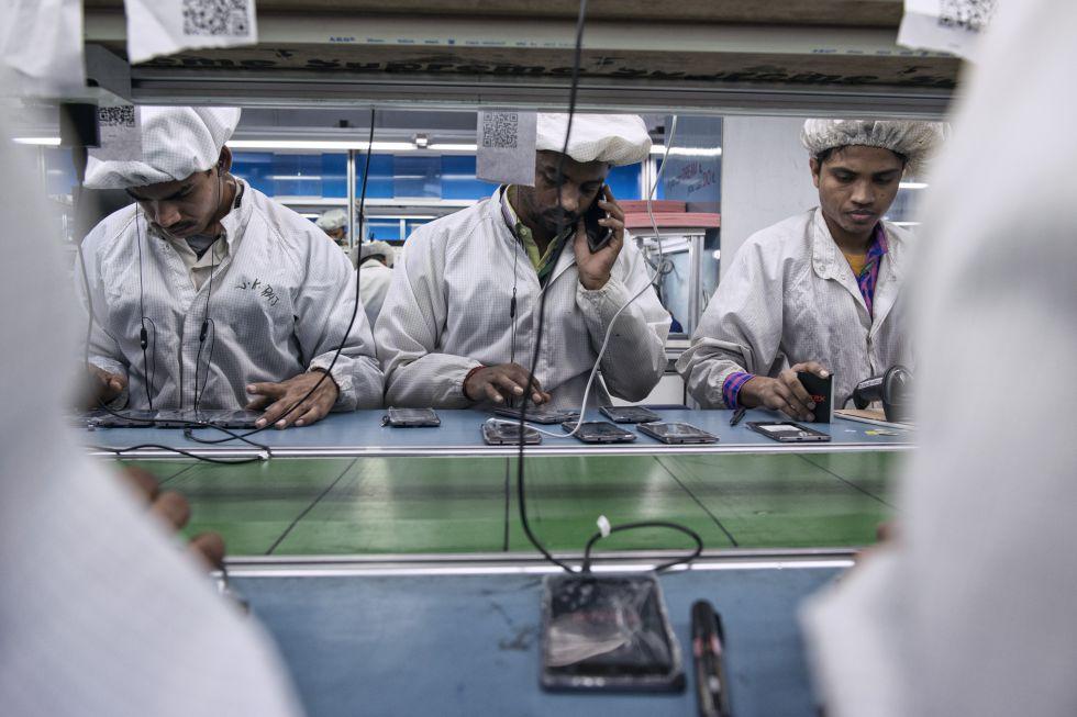 Fabrica de Intex, en India, en la que ensamblan teléfonos móviles inteligentes.