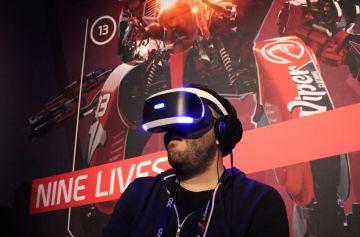 Prueba de las gafas de realidad virtual de Sony.