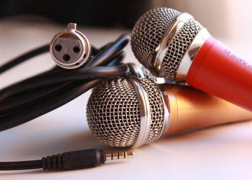 Un micrófono para cantar en el móvil