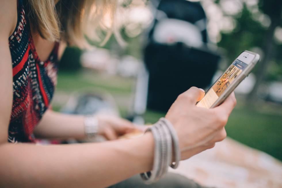 ¿Por qué cada vez hablamos menos por el móvil?