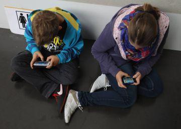 Los 'smartphones' no van a volver idiotas a tus hijos