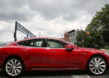 Otro coche Tesla con piloto automático sufre un accidente