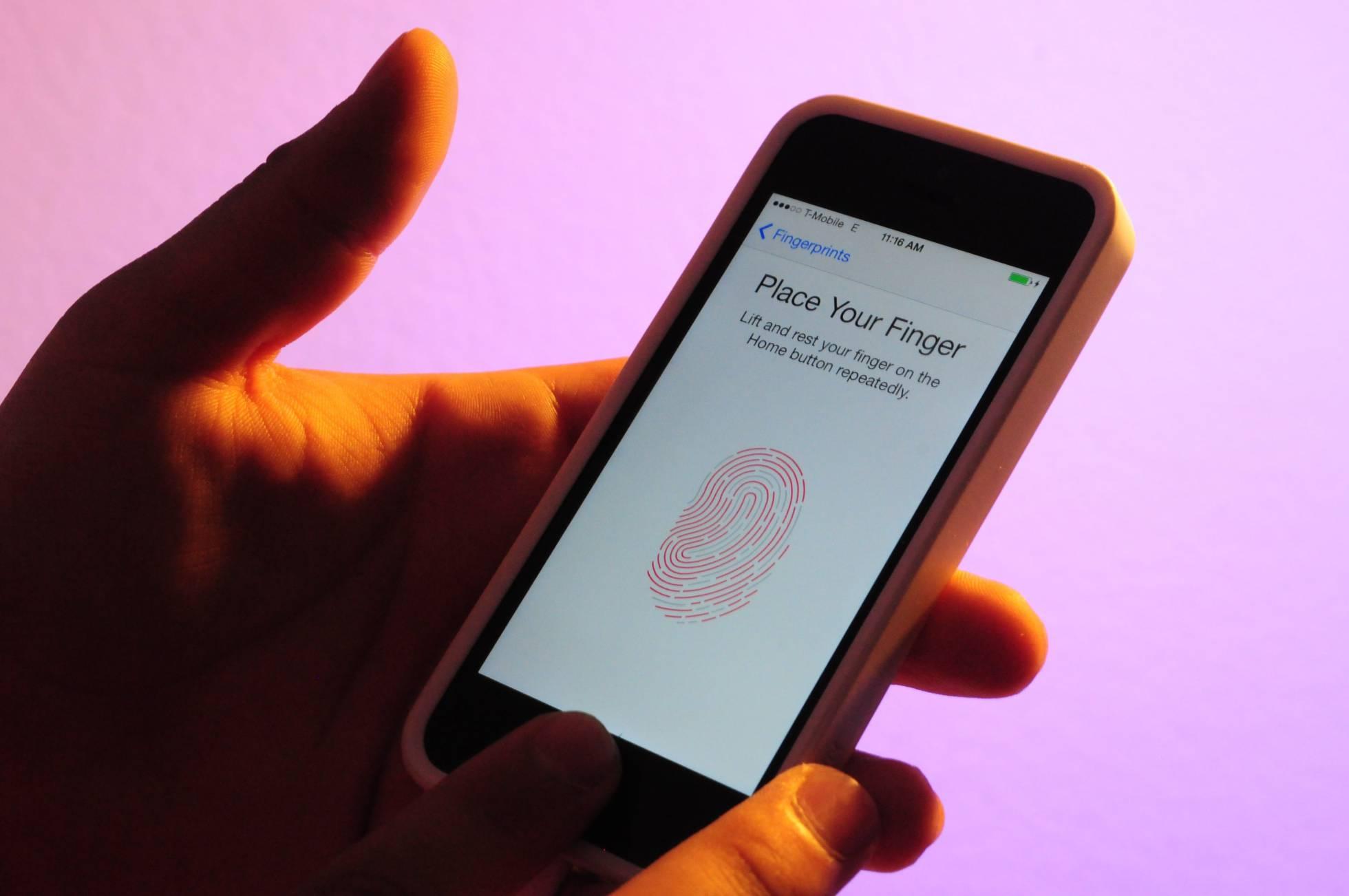 La policía de EE UU imprime los dedos en 3D de un asesinado para desbloquear su teléfono