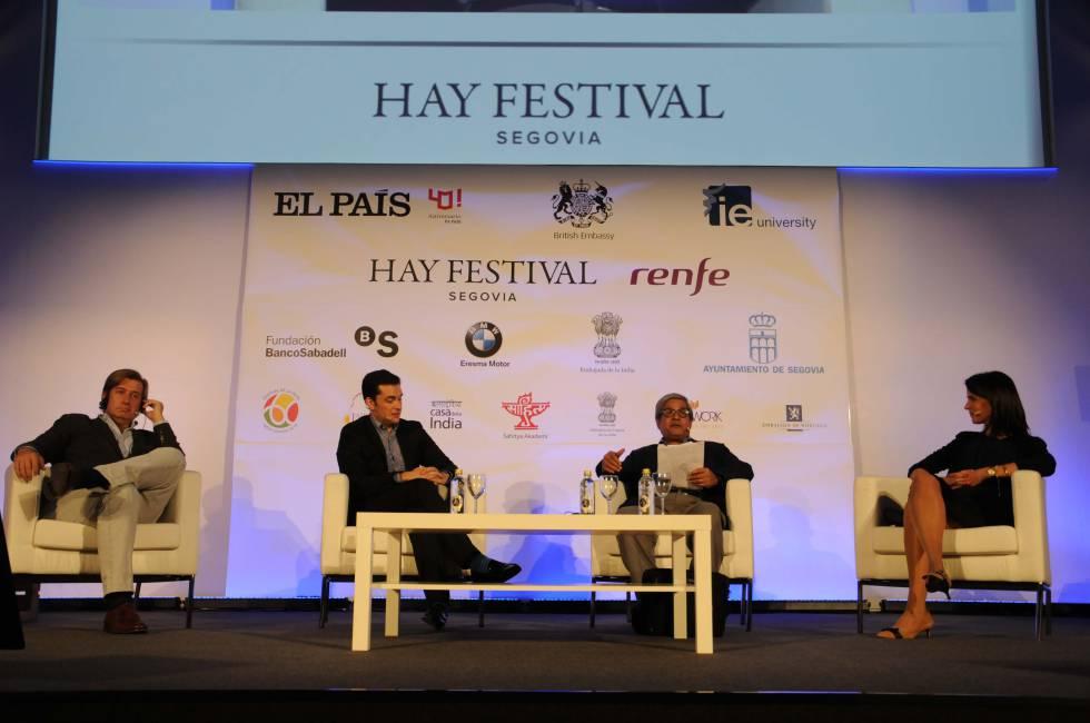 De izquierda a derecha, el filósofo Javier Gomá; el director adjunto de El País David Alandete; el exdirector del 'The Times of India' Dileep Padgaonkar, y la economista del BBVA Clara Barrabés.