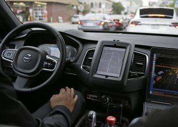 California ordena a Uber que detenga los coches sin conductor
