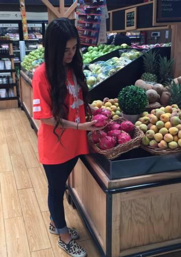 Una rappitendera haciendo la compra.