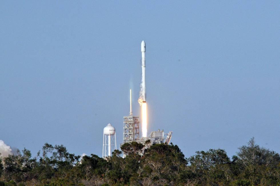 El despegue, este jueves, del cohete de Space X.