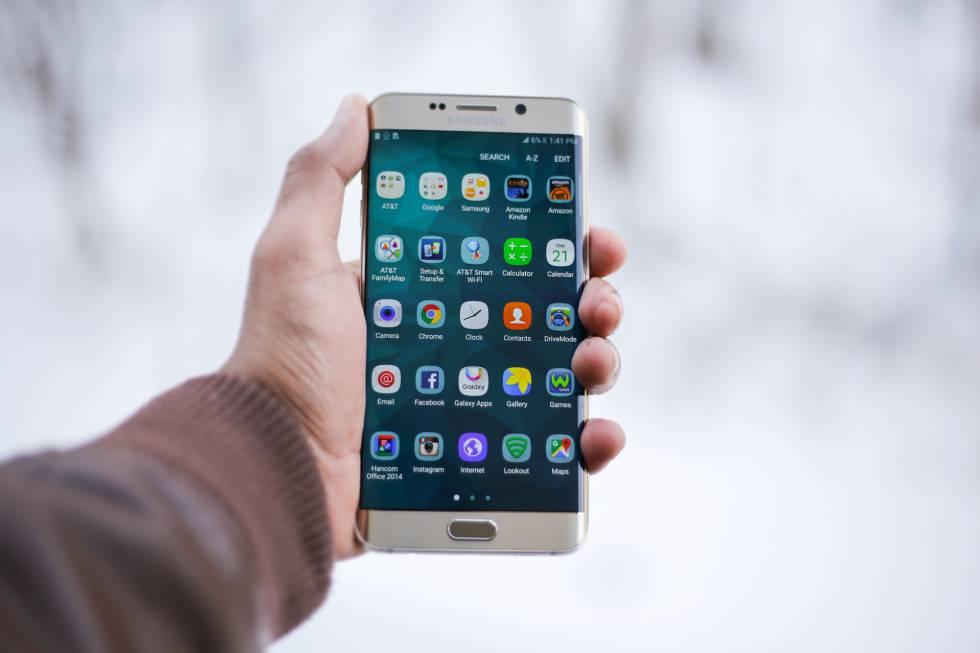 Más del 70% de las aplicaciones para móviles transmite datos personales a empresas de seguimiento.