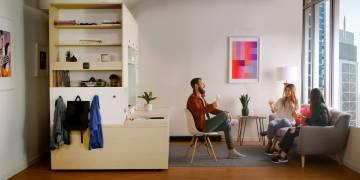 El dormitorio se desplaza y crea una estantería.
