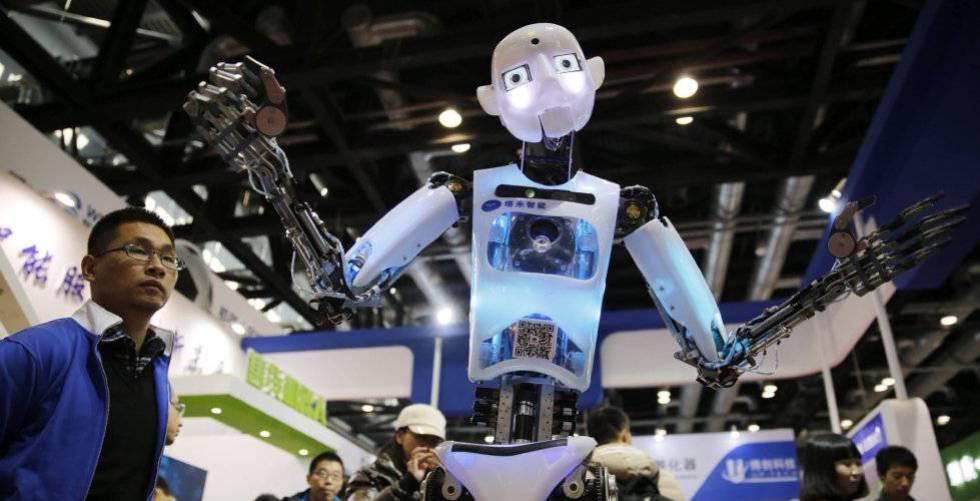 Un robot expuesto en una conferencia sobre robots en Pekín, China.