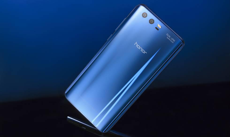 El Honor 9 tiene cuerpo de cristal reflectante y marco metálico.