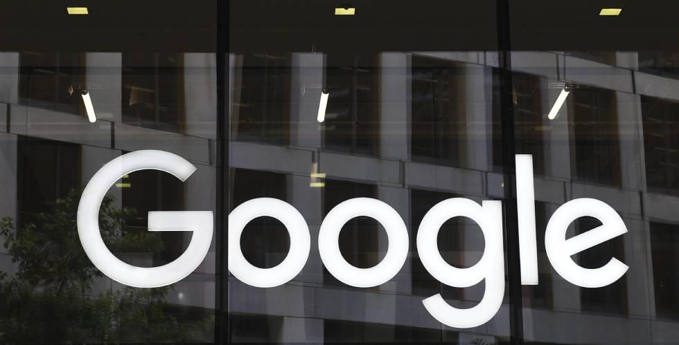 Logotipo de Google en las oficinas de la compañía en Londres.