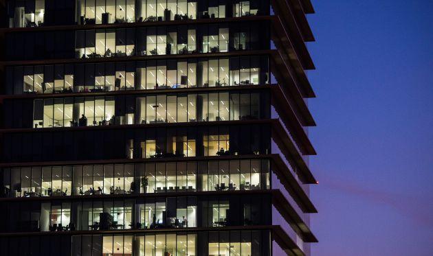 Oficinas abiertas hasta tarde, en Barcelona.