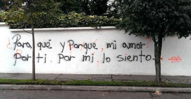 La primera pintada corregida por Acción Ortográfica de Quito
