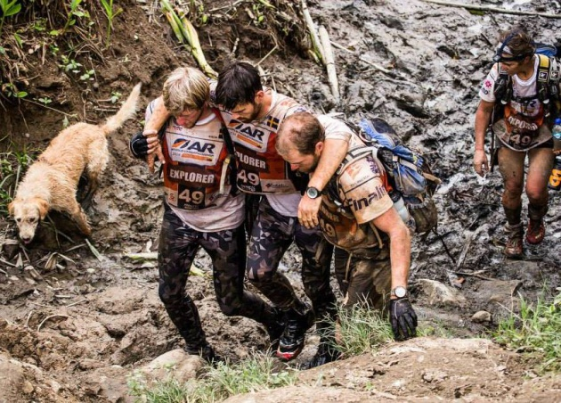 "El perro Arthur y el equipo Team Peak Performance, protagonistas de nuestra historia nº8. Foto: <a href=""https://www.facebook.com/peakperformanceadventureracingteam?fref=ts""_self""><em>Team Peak Performance</em></a>"