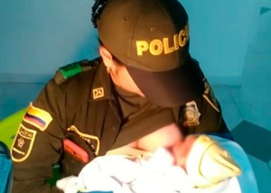 Colombian cop becomes hero after breastfeeding newborn