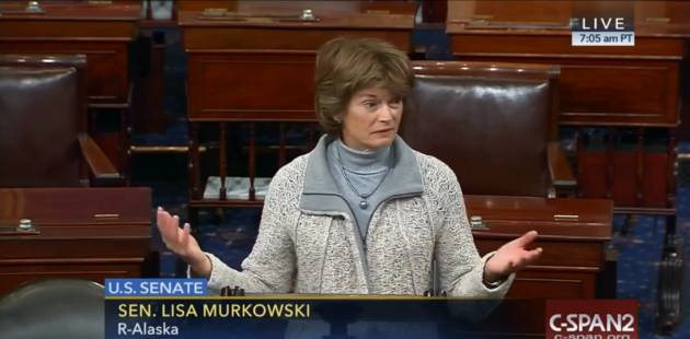 La senadora estadounidense Lisa Murkowski se pregunta dónde están los hombres
