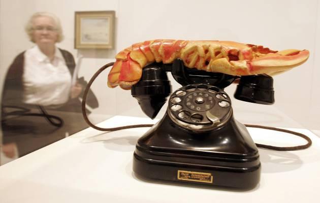 El teléfono-langosta de Dalí, en una exposición del Tate Modern de Londres